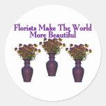 Los floristas embellecen el mundo pegatina redonda