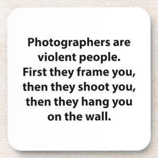 Los fotógrafos son gente violenta posavasos