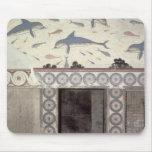 Los frescos del delfín en el cuarto de baño de la  alfombrilla de raton