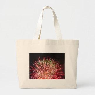 Los fuegos artificiales coloridos de diversos bolsa tela grande