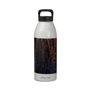 Los fuegos artificiales encienden el cuarto del ci botella de agua reutilizable