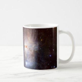 Los fuegos ocultados de la nebulosa de la llama taza básica blanca