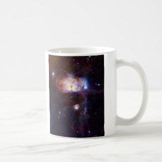 Los fuegos ocultados de la nebulosa NGC 2024 de la Taza Básica Blanca