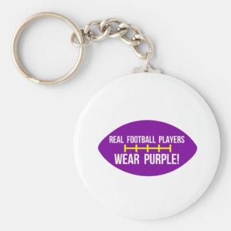 Los futbolistas reales llevan púrpura llavero redondo tipo pin