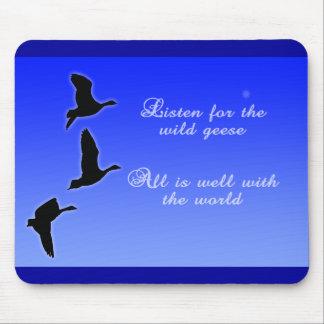 Los gansos vuelan a través del cielo - escuchan lo tapete de ratón