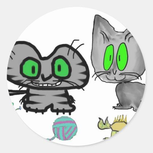 Los gatitos felices muestran apagado allí los pegatina redonda