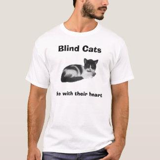 Los gatos ciegos ven con su corazón playera