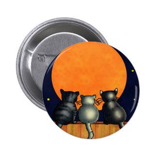 Los gatos de Halloween miran la luna - estilo del Pin
