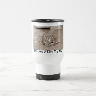 Los gatos de la ciudad nanómetro del gatito taza de viaje