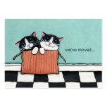 Los gatos en una caja de embalaje el | hemos movid tarjeta de negocio