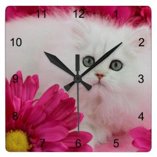 Los gatos, gatitos, personalizan, las rosas fuerte reloj cuadrado