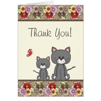 Los gatos, las flores y la mariposa lindos le tarjeta pequeña