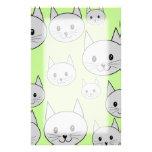 Los gatos modelan en verde y gris papelería de diseño