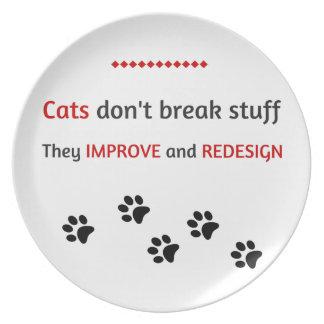 Los gatos no rompen la materia platos de comidas