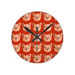 los gatos refrescan modelar reloj redondo mediano