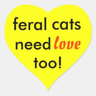 ¡los gatos salvajes necesitan amor también! pegatina en forma de corazón