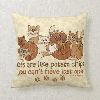 Los gatos son como la versión del Grunge de las Cojín Decorativo