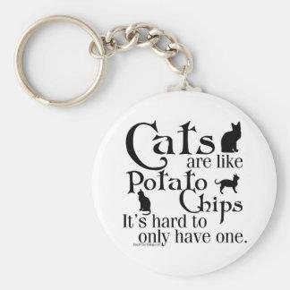 Los gatos son como las patatas fritas… llavero redondo tipo pin