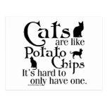 Los gatos son como las patatas fritas… postal