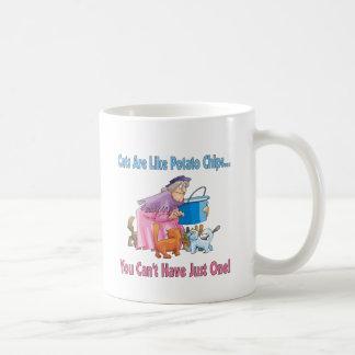 Los gatos son como las patatas fritas taza de café