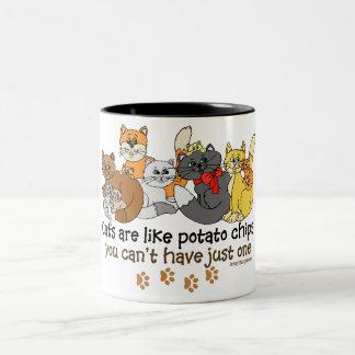 Los gatos son como las patatas fritas taza de café de dos colores