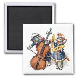 Los gatos tocan el violoncelo y los platillos en l imán cuadrado