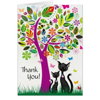 Los gatos y el árbol lindos de la flor le agradece tarjeta pequeña