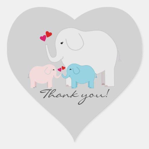Los gemelos muchacho y el elefante del chica le calcomanías corazones