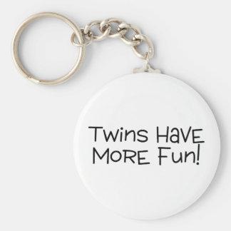 Los gemelos se divierten más llavero redondo tipo pin