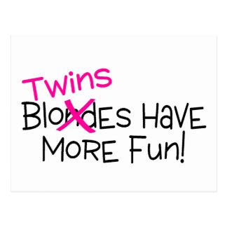 Los gemelos se divierten más postales