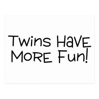 Los gemelos se divierten más tarjetas postales