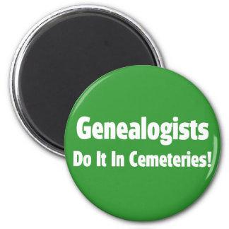 Los Genealogists lo hacen en cementerios Iman De Nevera
