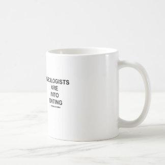 Los geólogos están en la datación (el humor taza de café
