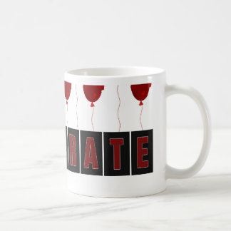 Los globos rojos que llevan los casquillos de la taza de café