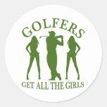 Los golfistas consiguen a todos los chicas etiquetas redondas