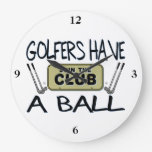 Los golfistas tienen una bola reloj de pared