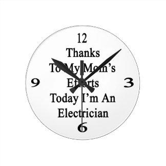 Los gracias a esfuerzos de mi mamá soy hoy un reloj redondo mediano