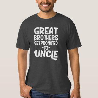Los grandes hermanos consiguen promovidos a tío remera
