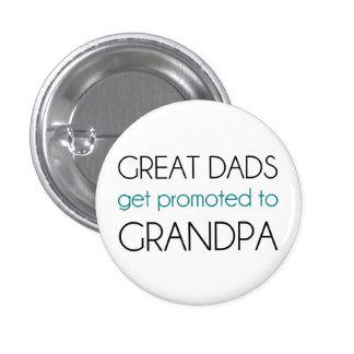 Los grandes papás consiguen promovidos al abuelo pin redondo de 1 pulgada
