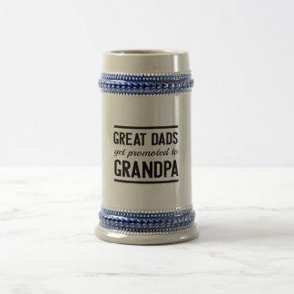 Los grandes papás consiguen promovidos al abuelo jarra de cerveza