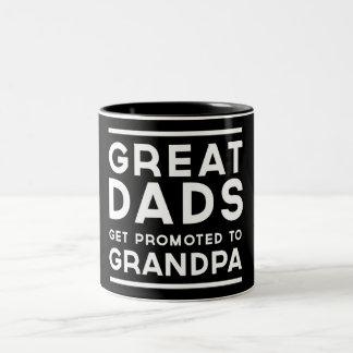 Los grandes papás consiguen promovidos al abuelo taza de dos tonos