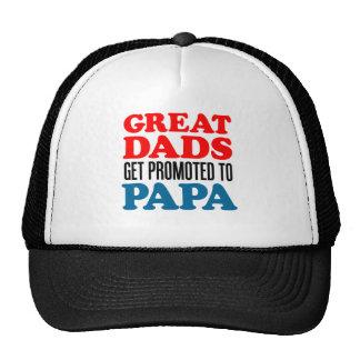 Los grandes papás promovieron a la papá gorras de camionero