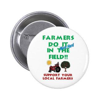 Los granjeros lo hacen en el campo pins