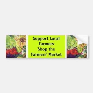 Los granjeros locales de la ayuda, hacen compras e pegatina para auto