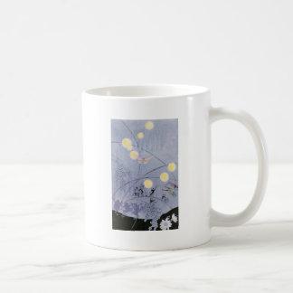 Los grillos y las ranas hacen música de la noche taza de café