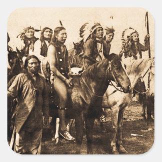 Los guerreros poderosos del nativo americano del pegatina cuadrada