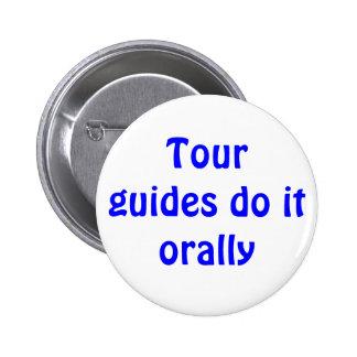 Los guías turísticos lo hacen oral pin redondo de 2 pulgadas