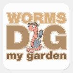 Los gusanos cavan mi jardín pegatina cuadrada