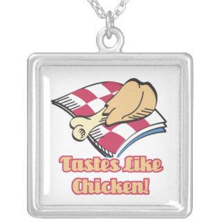 los gustos tienen gusto del pollo colgante cuadrado