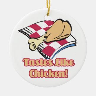 los gustos tienen gusto del pollo adorno redondo de cerámica
